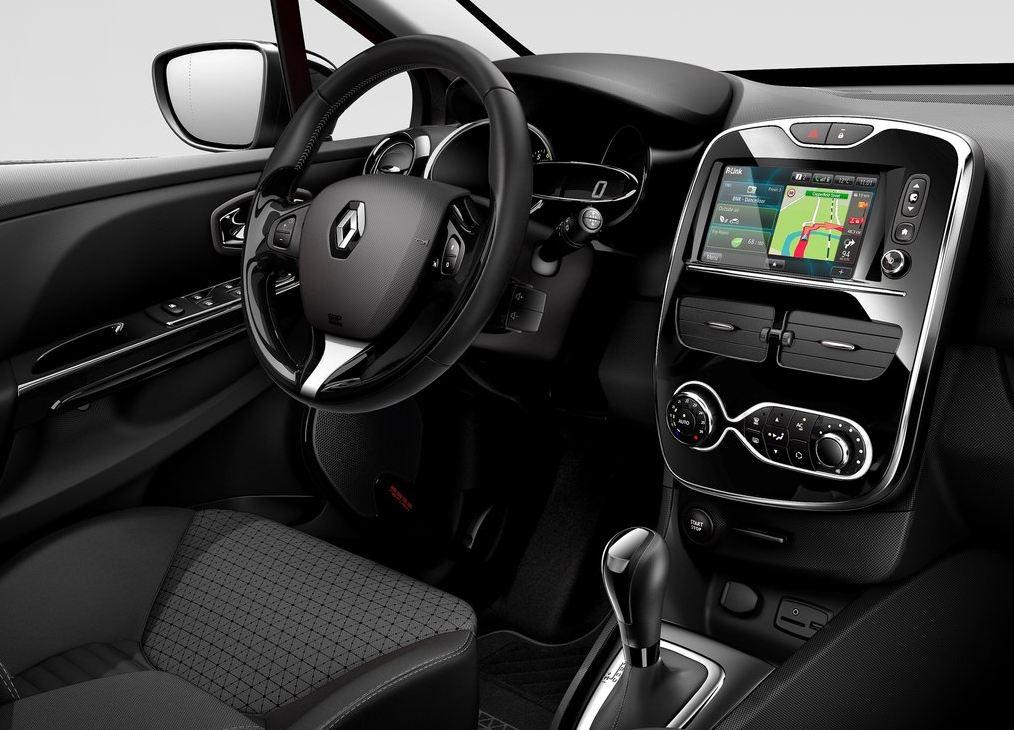 Салон внутри с навигацией Рено Клио RS