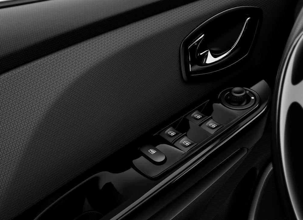 Кнопки управления стеклами на двери Рено Клио RS