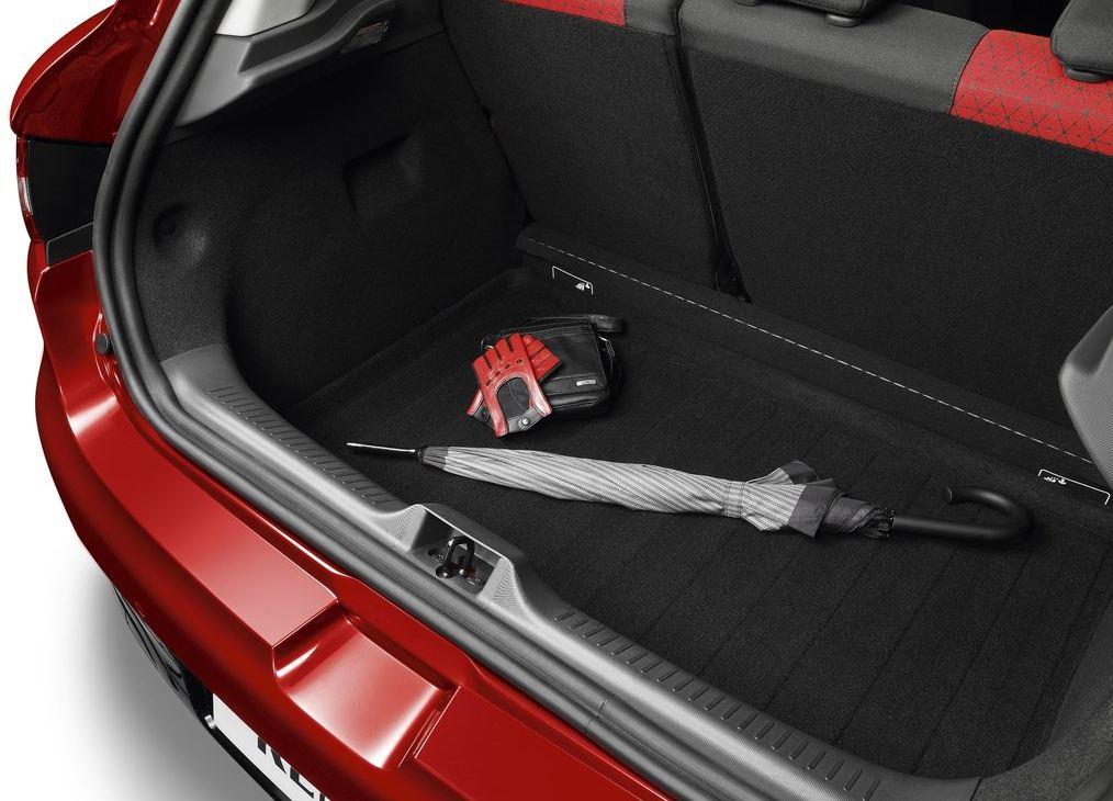 Багажник достаточно вместителен у Рено Клио RS
