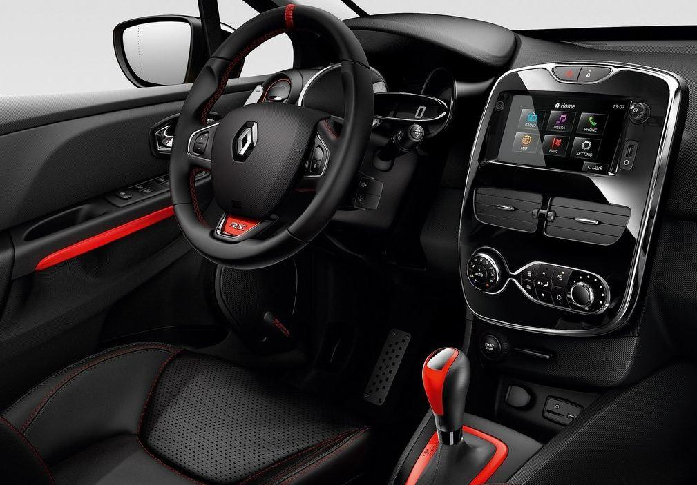 Черно-красный салон и приборы Рено Клио RS