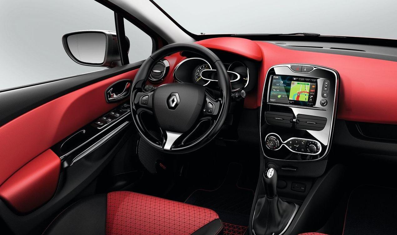 Красный салон спортивного Рено Клио RS