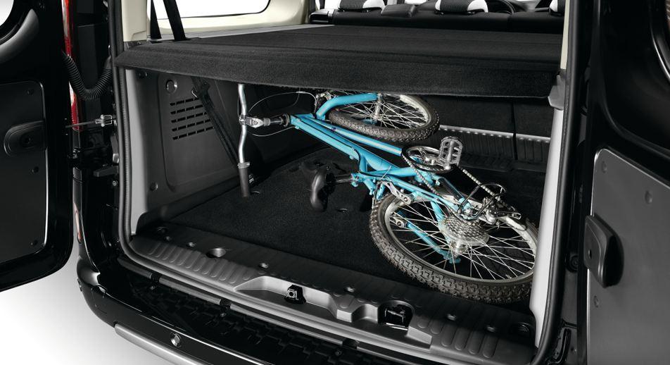 Широченный багажник велосипед можно не разбирать Renault Kangoo