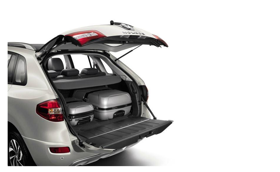 Удобный и вместительный багажник Рено Колеос