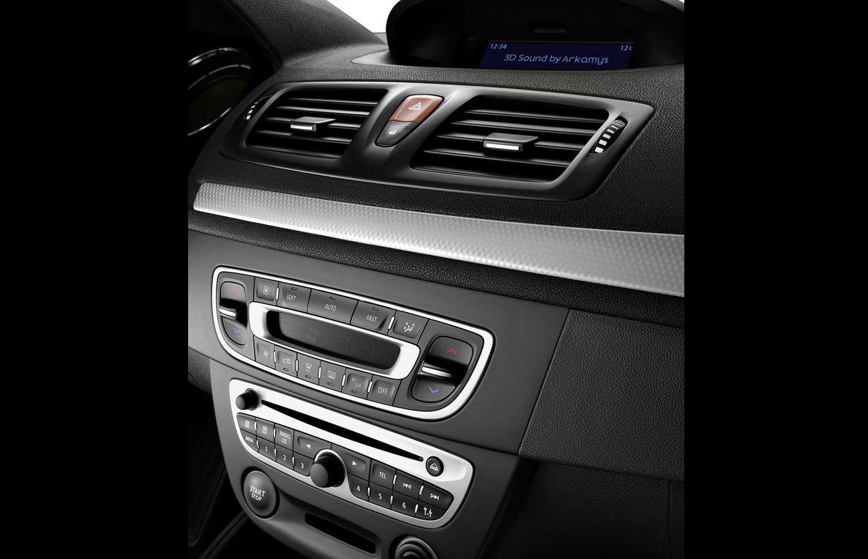 Центральная консоль Renault Megane Coupe