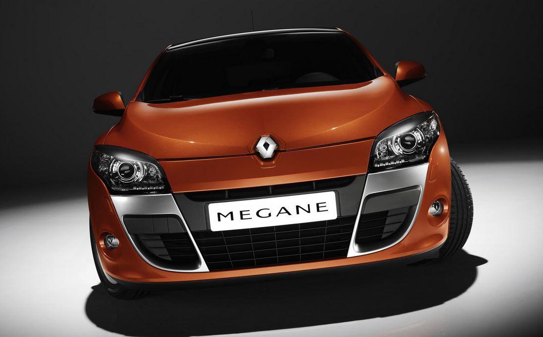 Оранжевый красавец Рено Меган Купе взгляд в лицо