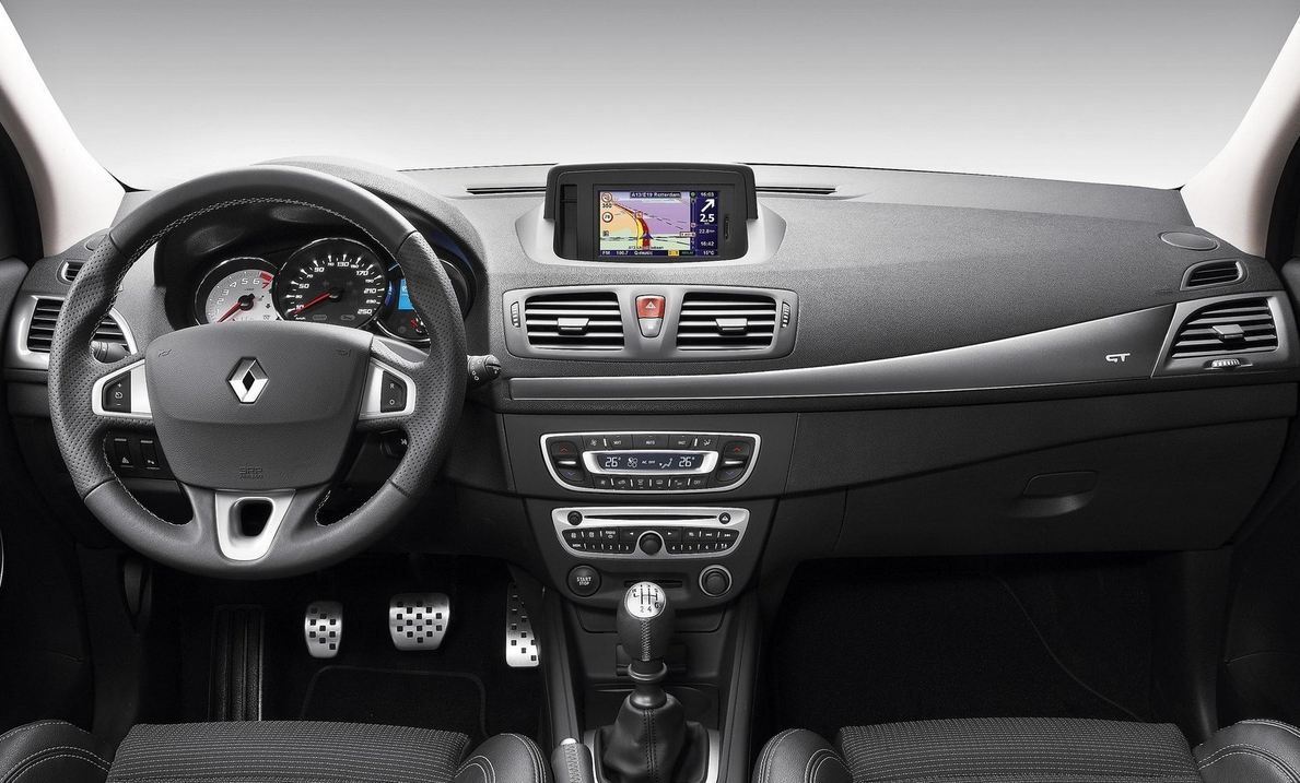 Салон Renault Megane Coupe