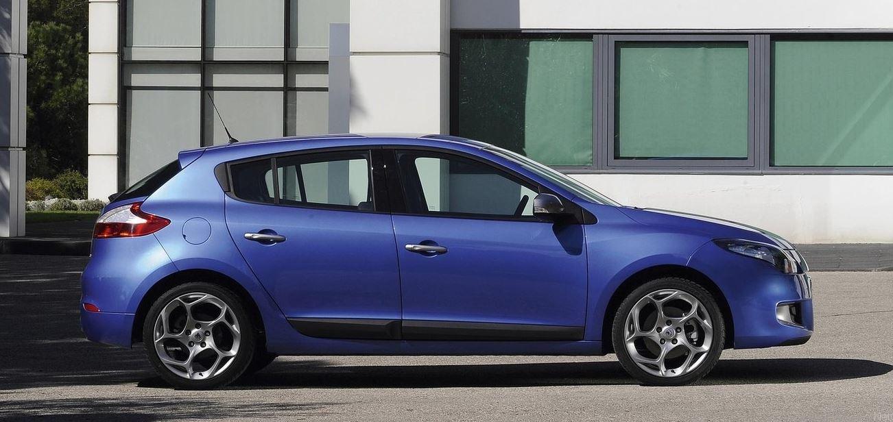 Темносиний хэтчбек Renault Megane Hatchback 5 дверей