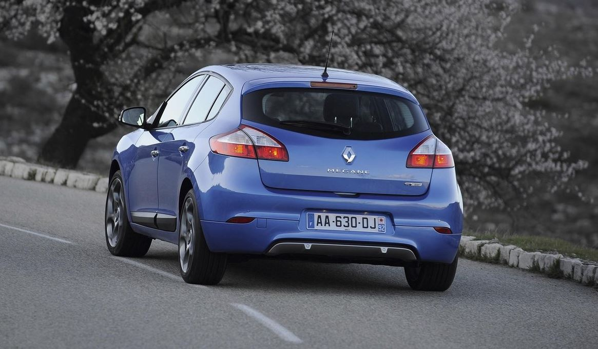 Синий 5-дверный Renault Megane Hatchback вид сзади