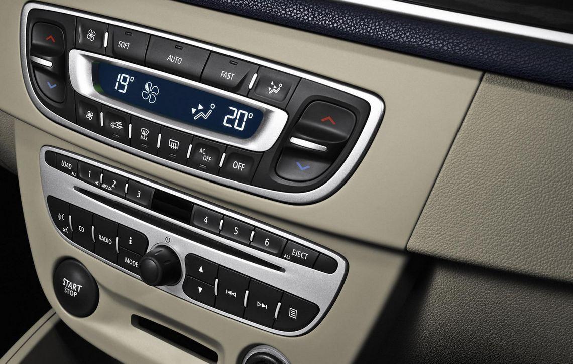 Магнитола, передняя панель управления Renault Megane Hatchback