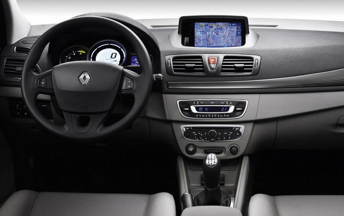 Салон, передние сиденья, торпедо Renault Megane Hatchback