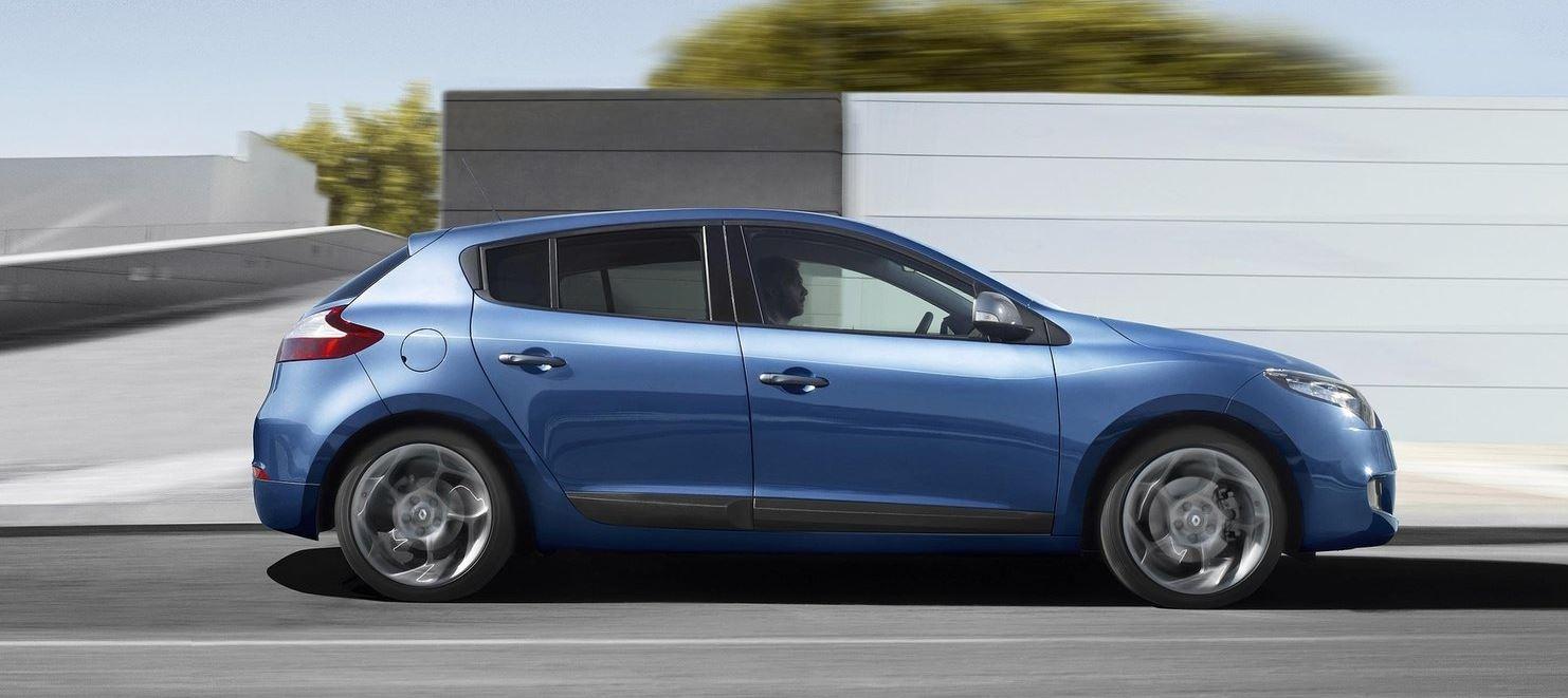 Синий хэтчбек Renault Megane Hatchback