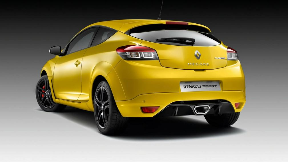 Желтый Renault Megane RS вид сзади