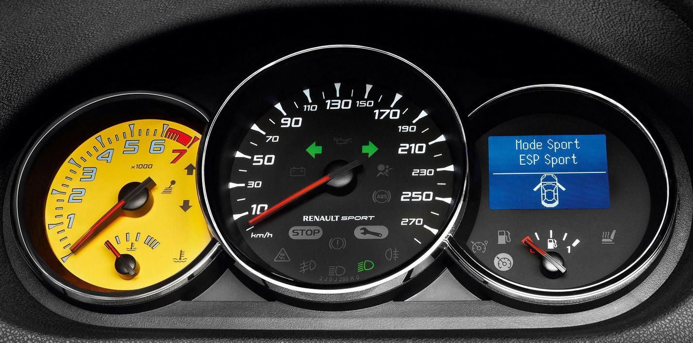 Спортивная приборная панель Рено Меган RS Спорт