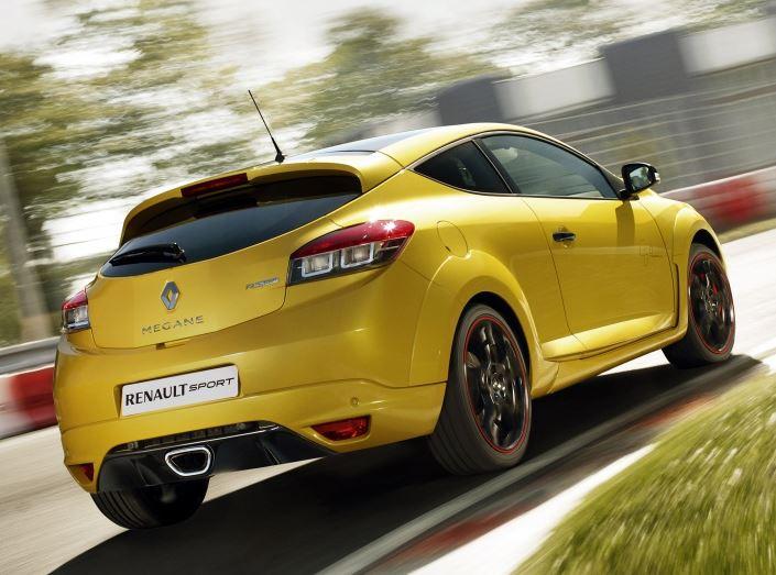 Задние фонари и бампер Рено Меган RS Спорт вид сзади