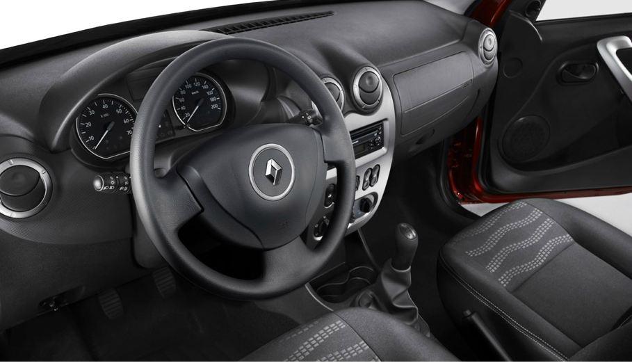 Руль, салон Renault Sandero Stepway