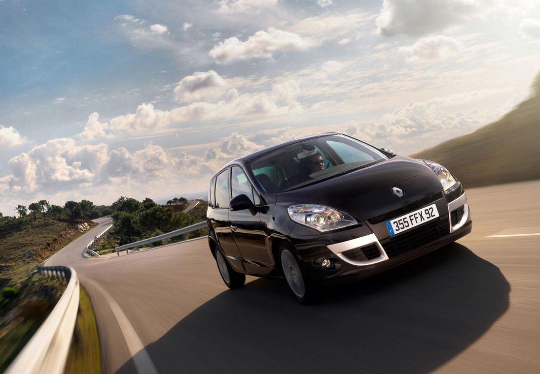 Черный Renault Scenic с хромом